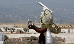 estatua-aeropuerto-castellon-vuelos-baratos