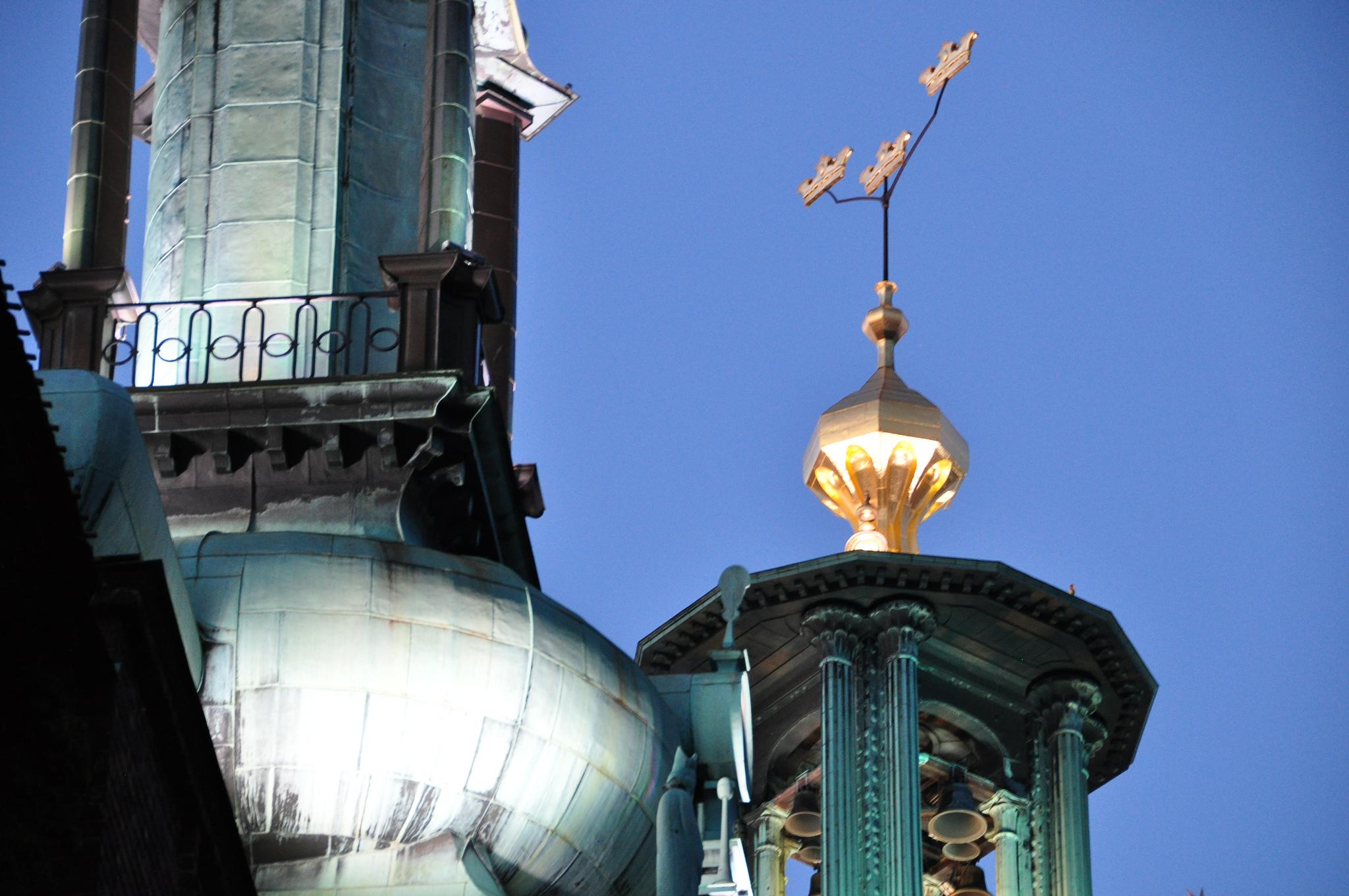Three-Crowns-on-Stockholm-City-Hall (1)
