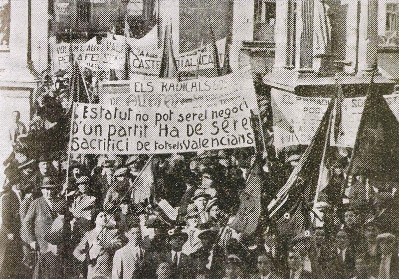 800px-Aplec_Alzira_1932_-_Manifestació_pro_estatut