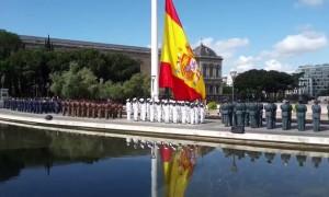 izado-bandera-plaza-colon-madrid_ecdima20160616_0006_21