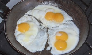 796px-three_fried_eggs