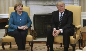 WAP20 WASHINGTON  ESTADOS UNIDOS   17 03 2017 - El presidente de EE UU   Donald J  Trump  d   y la canciller alemana  Angela Merkel  i   durante su reunion en el Despacho Oval de la Casa Blanca en Washington  Estados Unidos  hoy 17 de marzo de 2017  EFE Pat Benic POOL