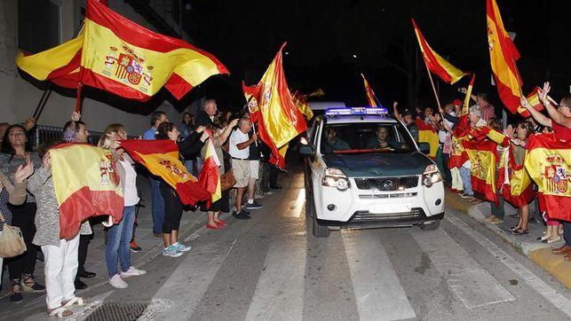 Decenas-personas-despiden-Algeciras-Cataluna_EDIIMA20170926_0214_20