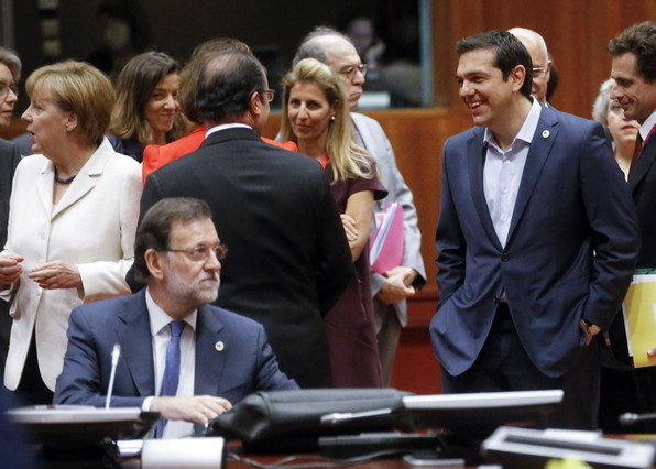 BRU01. Brussels (Belgium), 12/07/2015.- (L-R) German Chancellor Angela Merkel, Spanish Prime Minister Mariano Rajoy, French President Francois Hollande and Greek Prime Minister Alexis Tsipras at the start of eurozone leaders' summit on the Greek crisis at the European Council headquarters in Brussels, Belgium, 12 July 2015. Greece is teetering on the edge of default, cut off from bailout aid, in arrears to the International Monetary Fund (IMF), owing large debt repayments this month and fending off suggestions that it could soon exit the eurozone. (Bélgica, Grecia, Bruselas) EFE/EPA/OLIVIER HOSLET