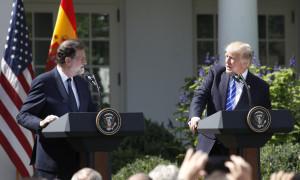 GRA492. WASHINGTON, 26/09/2017.- El presidente de Estados Unidos, Donald Trump (d), y el presidente del Gobierno español, Mariano Rajoy (i), durante la rueda de prensa tras la reunión que han mantenido hoy en la Casa Blanca. EFE/JuanJo Martín